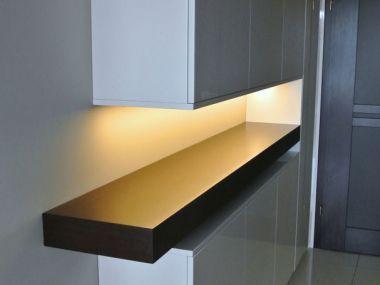Garderoba z podświetloną półką
