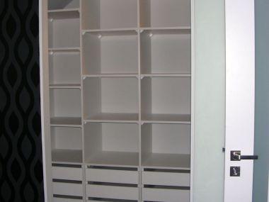 Garderoba - szafa z rozkładem półek