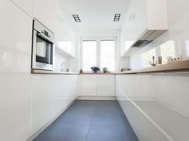 Kuchnia, biała, jasne drewno
