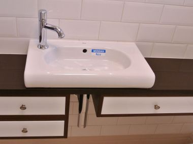 Łazienka, umywalka nablatowa z komodą