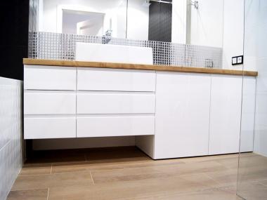 Łazienka z blatem laminowanym