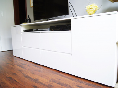 Regał pod TV, biały lakier