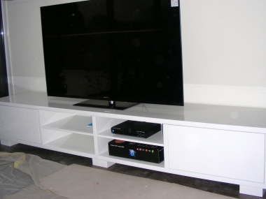 Salon, stolik pod telewizor