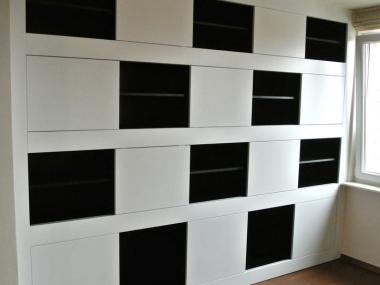 Salon, regał - biało czarny wzór